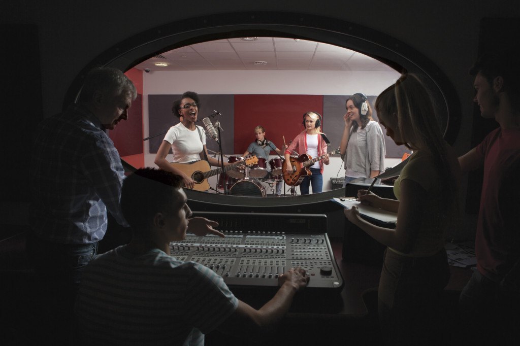 Band-with-lead-singer-in-recording-studio-000028436420_Medium