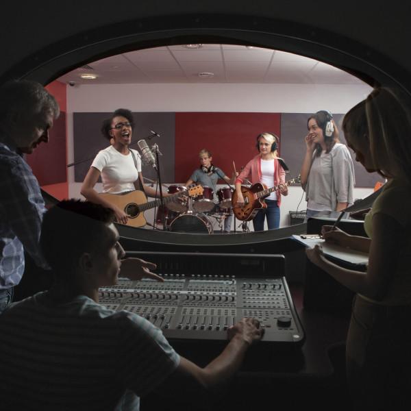 Band-with-lead-singer-in-recording-studio-000028436420_Medium